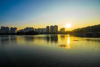 夕阳景色的南湖