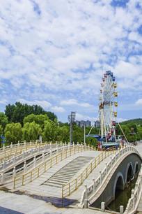 玉佛寺的三孔石桥与摩天轮