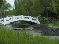 沿江公园的石桥
