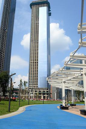 城市休闲场所与建设中的高楼