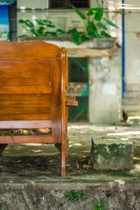 老住宅区的老椅子