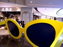 黄色眼镜框架装饰