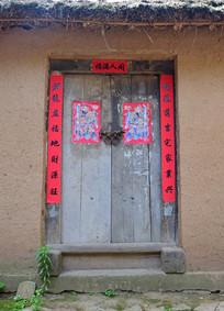 农舍的木质房门