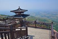 山顶的观景台建筑
