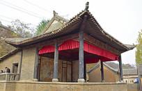 乡村里的老戏台