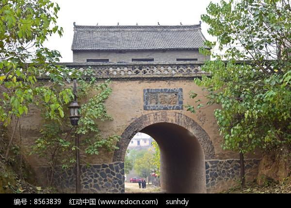古旧的寨门洞图片