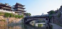 河流拱桥和古建筑