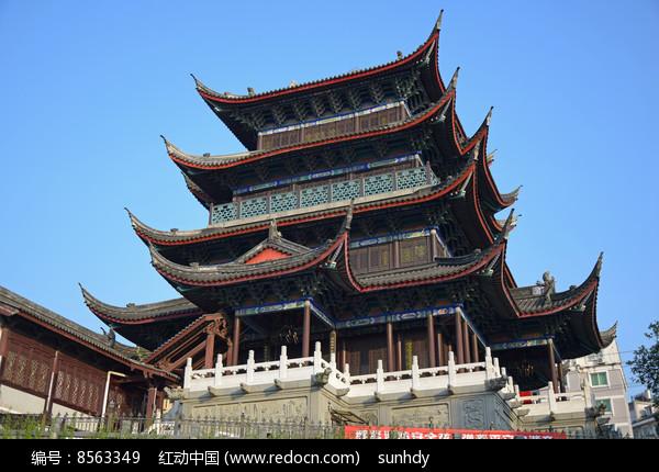 蓝天下的高大古建筑图片
