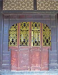 木质的古宅门窗