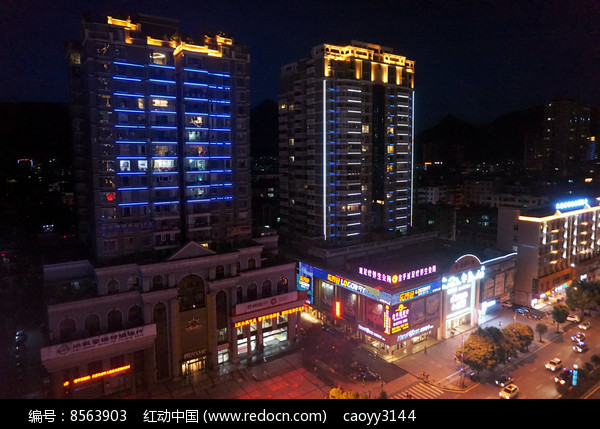 霓虹下的城市图片