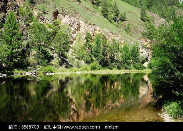 清澈的河流图片