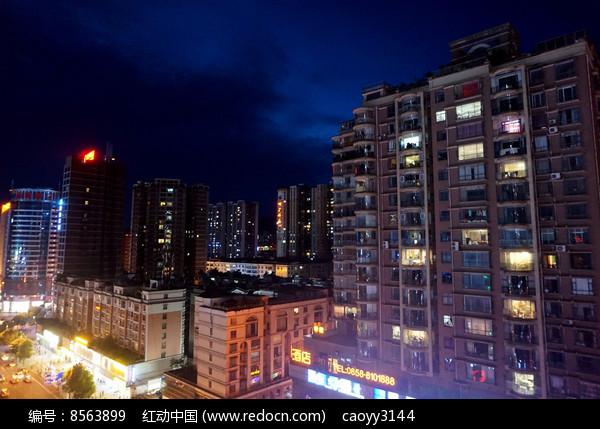 夜晚的小城图片
