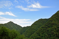 充满魅力的绿色山脉