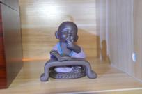陶瓷读书茶宠
