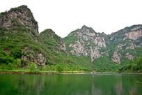 夏天的绿色山水风景