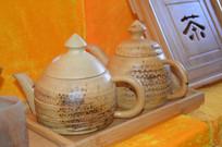 一对木制茶壶