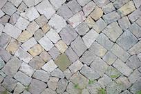 不规则石头堆砌的墙面