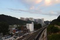 蓝天下的贵阳城区铁路