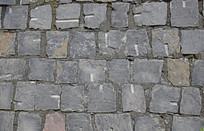 青石堆砌的石墙