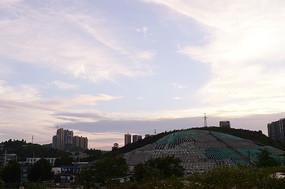 夕阳下的贵阳郊区风景