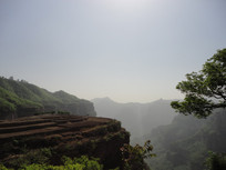 云雾缭绕的太行山山谷