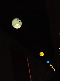 餐厅的灯光
