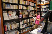 书店里的读者