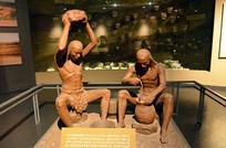 远古时期人类制作泥陶的场景