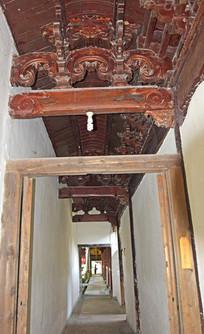 长长的寺庙走廊
