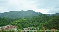 高山和道路风景图