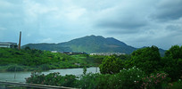 墨绿色的山水风景摄影图