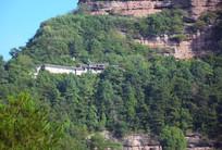 山崖间修建的古寺庙