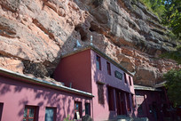 山崖下的庙堂