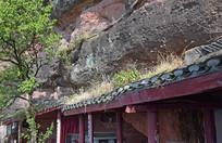 石崖之间的古建筑