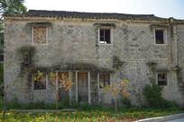 双层的农村老房屋