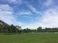 蓝天绿草地坪