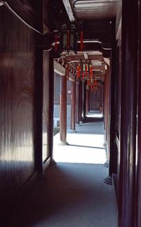 长长的过道走廊