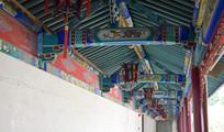 传统走廊的梁柱彩绘