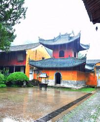 风雨中的古建筑