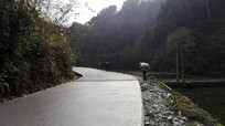 贵州省村村通油路工程施工现场