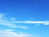 蓝色天空稀疏云