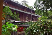 雨中的寺院殿堂