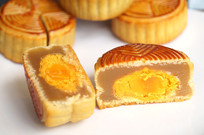 中秋美味蛋黄月饼剖面图