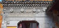 古代大门上的各种浮雕
