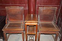 古典木质桌椅图片