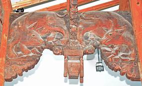 梁柱上的木雕装饰