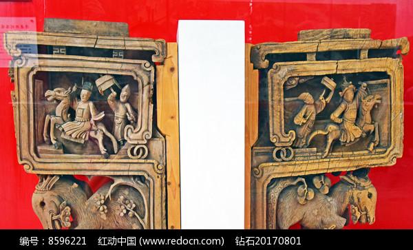 梁柱上的人物木雕装饰图片