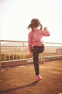 跳舞的小孩
