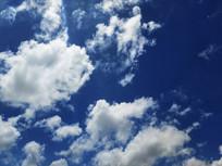 蓝色天空白云朵朵