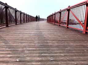 两个?#35828;?#26408;板桥